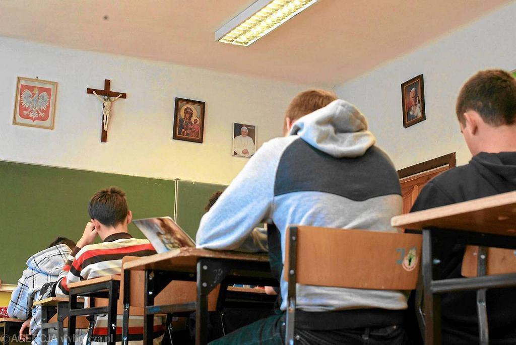 Samorządy planujące budżety na 2012 r. decydują o zamykaniu szkół