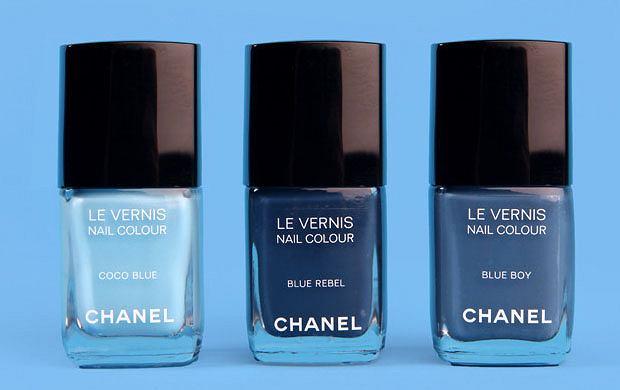 Chanel - paznokcie w kolorze jeansu