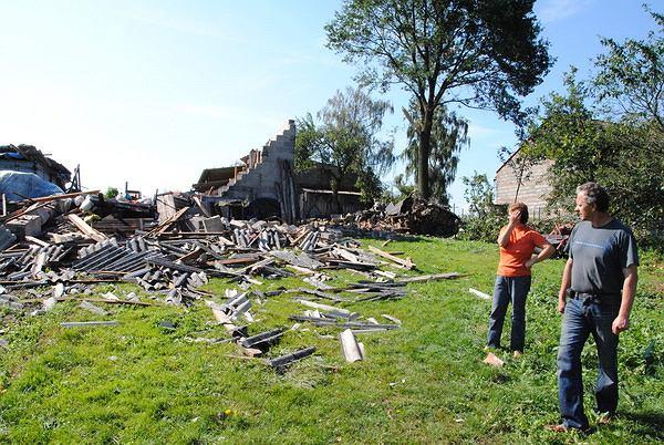 Zniszczony dom w Blizanowie po przejściu huraganu