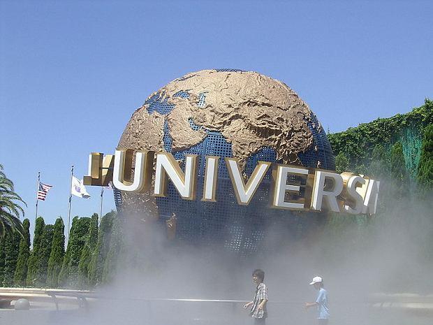 Universal Studios Japan w mieście Osaka otwiera trzecią dziesiątkę najchętniej odwiedzanych atrakcji. To filmowy park rozrywki chętnie odwiedzany przez Japończyków i turystów z całego świata. Rocznie bawi się tu 8,160,000 osób.