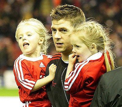Steven Gerrard z córkami