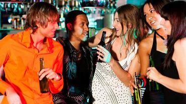 Przy głośnej muzyce wypijamy więcej - donoszą naukowcy