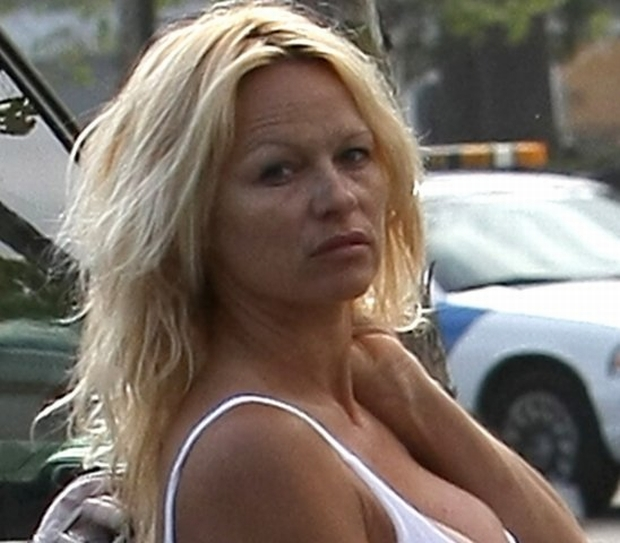WORLD RIGHTS EXCEPT USA Baywatch babe Pamela Anderson seen looking rough without any makeup as she goes for breakfast in Malibu. Los Angeles, USA. 15/04/2008  BYLINE BOBBY RACHPOOT/BIGPICTURESPHOTO.COM: 1379   USAGE OF THIS IMAGE IS CONDITIONAL UPON THE ACCEPTANCE OF BIG PICTURES, TERMS AND CONDITIONS, AVAILABLE AT WWW.BIGPICTURESPHOTO.COM