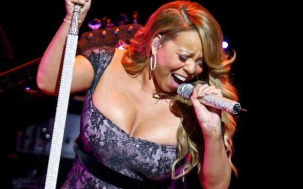 Singer Mariah Carey entertains  shareholders at the Wal-Mart Stores Inc's annual general meeting in Fayetteville, Arkansas June 4, 2010.   REUTERS/Sarah Conard   (UNITED STATES - Tags: ENTERTAINMENT BUSINESS)