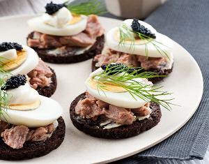 Kanapki z tuńczykiem i kawiorem