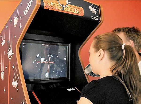 Automat do gier sterowany wzrokiem Tobii EyeAsteroids