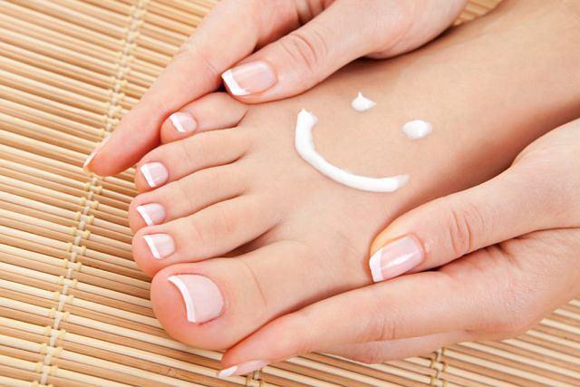 Skóra na stopach, a zwłaszcza na piętach, wymaga wyjątkowo starannej pielęgnacji