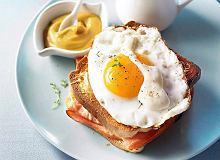 Croque madame - tosty z jajkami, szynką i beszamelem - ugotuj