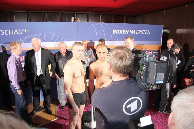Ceremonia ważenia przed sobotnią galą grupy Sauerland Event, której pojedynkiem wieczoru będzie starcie Piotra Wilczewskiego, do niedawna mistrza Europy, z Arthurem Abrahamem, mistrzem świata federacji IBF w latach 2005-2009.