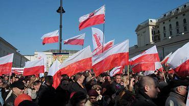10.04.2012 przed Pałacem Prezydenckim