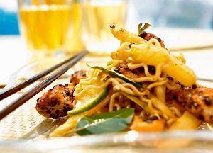 Makaron po tajsku ze szparagami