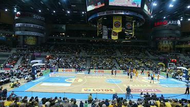 10152 obejrzało w Ergo Arenie mecz Trefla Sopot z Asseco Prokom Gdynia w koszykarskich derbach Trójmiasta. To rekord, jeśli chodzi o liczbę kibiców na meczu ligowym rozgrywanym w hali w Polsce. Zarówno na trybunach, jak i na parkiecie było gorąco, a sami zawodnicy, trenerzy i fani obu zespołów jednogłośnie nazwali ten mecz koszykarską fiestą. ZOBACZ ZDJĘCIA Z BICIA REKORDU!