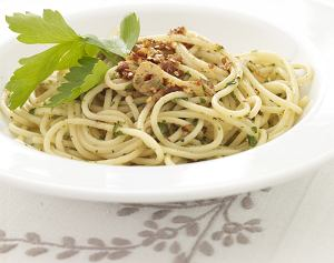 Spaghetti z czosnkiem i ostrą papryczką