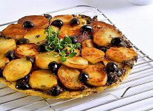 Tarta Tatin z ziemniakami i tapenadą - ugotuj