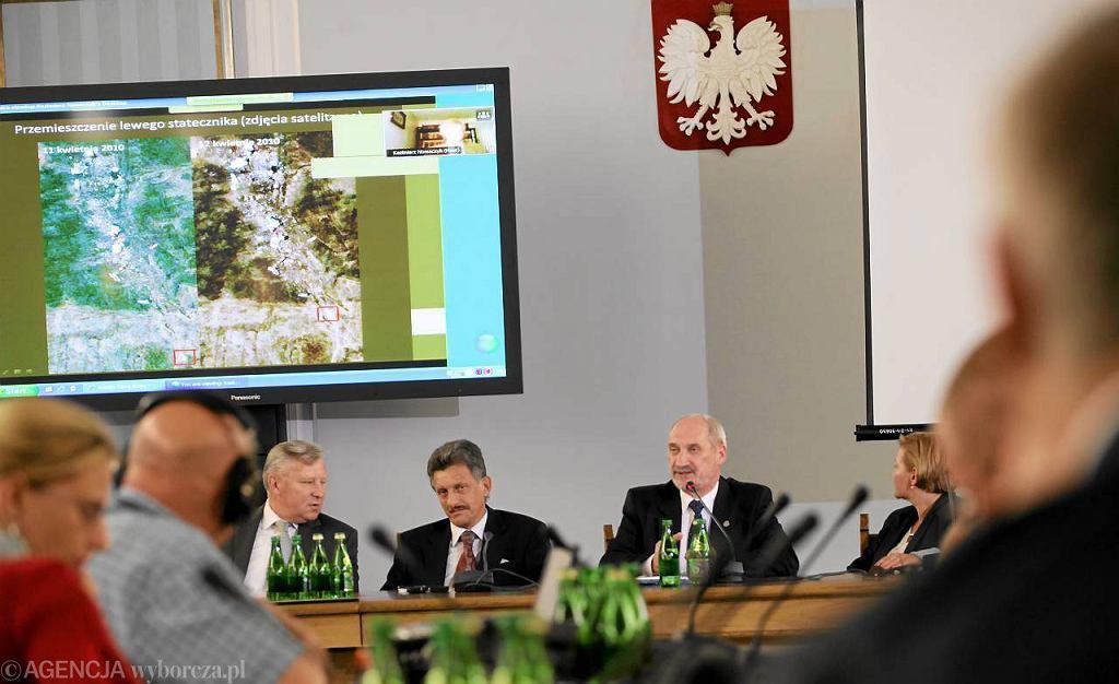 Uroczyste posiedzenie zespołu parlamentarnego do zbadania przyczyn katastrofy samolotu TU-154M.