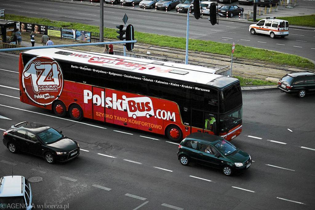 Grupa ok. 20 pasażerów nie załapała się na autobus do Berlina, bo nie wiedzieli o zmianie przystanku. Kierowca minął ich bez zatrzymania. - Nie zauważył ich - tłumaczy przewoźnik