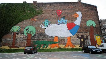 Mural na jednej z kamienic przy ulicy Brzeskiej na Pradze Północ