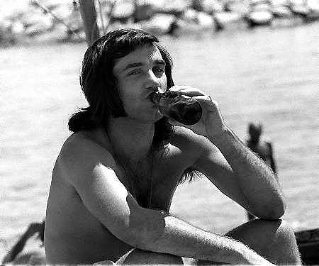 George Best na plaży w hiszpańskiej Marbellii w maju 1972 roku.