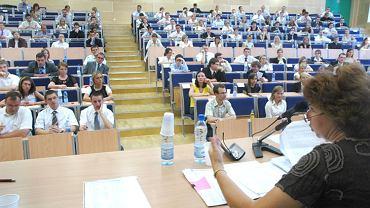 Egzamin adwokacki na Wydziale Prawa Uniwersytetu Śląskiego. Katowice 8 lipca 2006