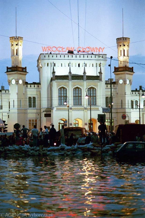 Zdjęcie numer 4 w galerii - 17 lat temu Odra zalała Wrocław. Tak wyglądało miasto [FOTO]