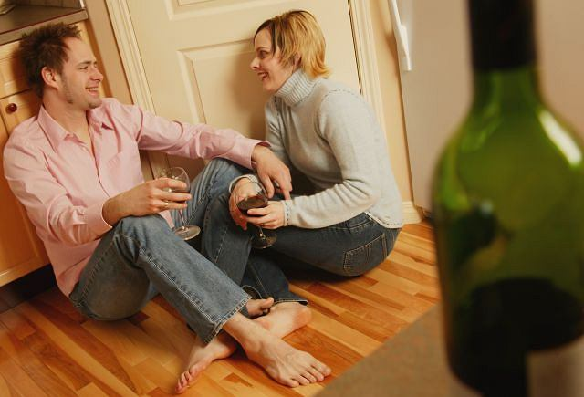 Badania wykazują, że alkohol nawet w małych dawkach ma silne działanie zobojętniające, stąd bywa najczęstszą przyczyną niespodziewanej impotencji.