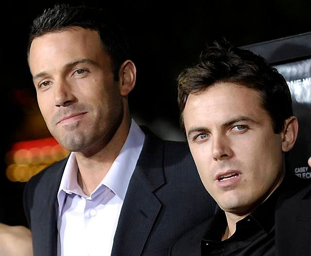 Sławni bracia: Ben i Casey Affleck. Starszy brat obsadził młodszego w reżyserowanych przez siebie