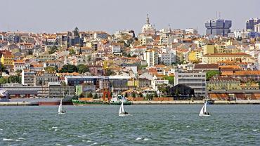 Widok na Lizbonę z perspektywy rzeki Tag