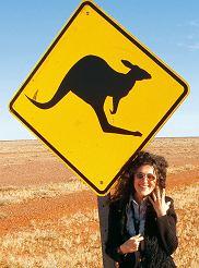 Znak ?Uwaga kangury? można zobaczyć tylko w Australii. Najczęściej w interiorze