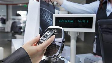 Najnowszy pomysł BMW: karta kredytowa w kluczyku samochodowym