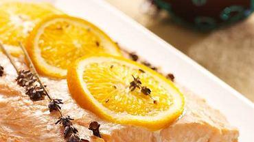 Łosoś z pomarańczami, goździkami, lawendą i odrobiną miodu