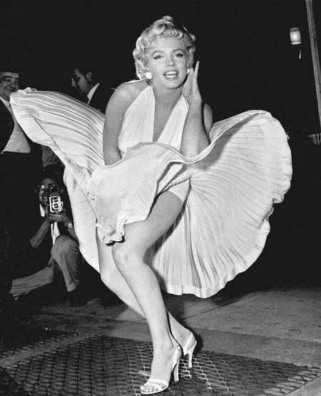 Na podium znalazła się też Marilyn Monroe. Symbol seksu XX wieku. Marilyn Monroe w filmie 'Słomiany wdowiec'