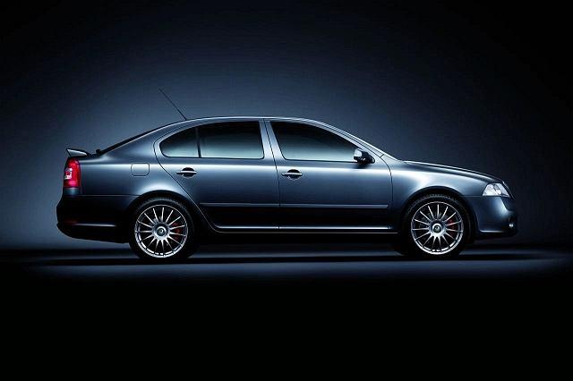 Skoda Octavia vRS Limited Edition. Zdradza ją symboliczna lotka na klapie bagażnika oraz 18-calowe felgi.