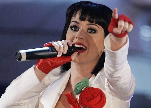 Katy Perry była jedną z gwiazd festiwalu piosenki w Sanremo. Kto by pomyślał, że coś takiego jeszcze istnieje. Choć z drugiej strony my mamy nasz Sopot. Szkoda tylko, że gwiazd na miarę Katy Perry nie możemy na nim gościć.