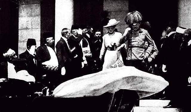 Arcyksiążę Franciszek Ferdynand d'Este i jego żona Zofia ks. Hohenberg tuż przed zamachem