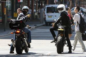 Orlando Bloom i Eric Bana wybrali się do sklepu z motocyklami i cieszyli się jak dzieci, gdy w końcu odjechali zakupionymi maszynami. Obaj mają kupę kasy, więc to dla nich jak wyjście do spożywczaka.