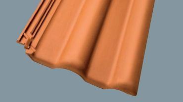 Dachówki ceramiczne - ciągle bardzo popularne i chętnie wybierane; są nieodłącznym elementem domu w stylu tradycyjnym. Na zdjęciu dachówka ceramiczna Nibra DS5, PLUS-DACHY/NELSKAMP. Cena: od 27,50 zł/m2. Więcej informacji: plus-dachy.pl