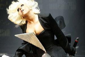 Lady Gaga i Black Eyed Peas spotkali się na jednej scenie. To musiała być gratka dla fanów. Sądząc po fotkach, więcej energii wniosła Lady Gaga, ale Fergie też nie odstwała. Inna liga...