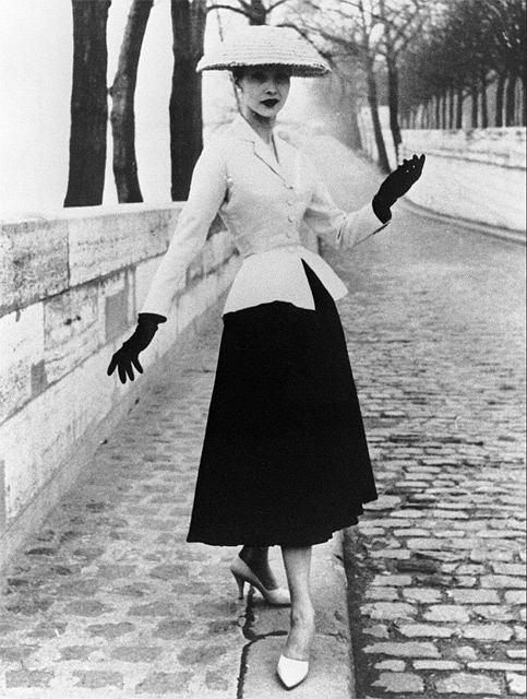 Projekt z kolekcji Diora z 1947 roku