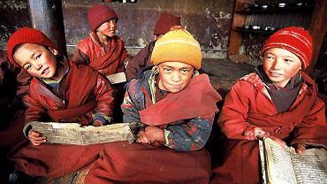 Młodzi mnisi z klasztoru w Lingszed