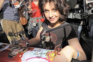 Warszawska Agrykola została w piątek 14 sierpnia opanowana przez fanów Uli-brzyduli. Aktorzy popularnego serialu robili sobie zdjęcia z fanami, rozdawali autografy i brali czynny udział w zabawach. Sprawiali wrażenie uszczęśliwionych taką ilością wielbicieli.