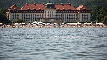 W Sopocie - najdroższym polskim mieście według raportu serwisu trivago.pl - średnia cena noclegu w pokoju dwuosobowym typu standard wynosi 603 zł. Ceny windują luksusowe hotele, z których najdroższy jest Grand Hotel