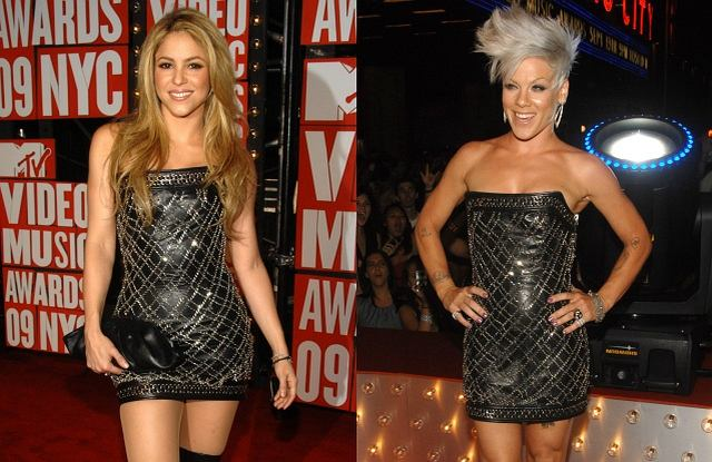 Na gali MTV Video Music Awards każda z gwiazd chce zaprezentować się jak najlepiej i olśnić wszystkich dookoła. Tym większa jest wpadka Shakiry i Pink, które zjawiły się na imprezie w identycznych sukienkach - zupełnie jak kiedyś Małgosia Kożuchowska i Joanna Liszowska. Która z wokalistek wyglądała lepiej?