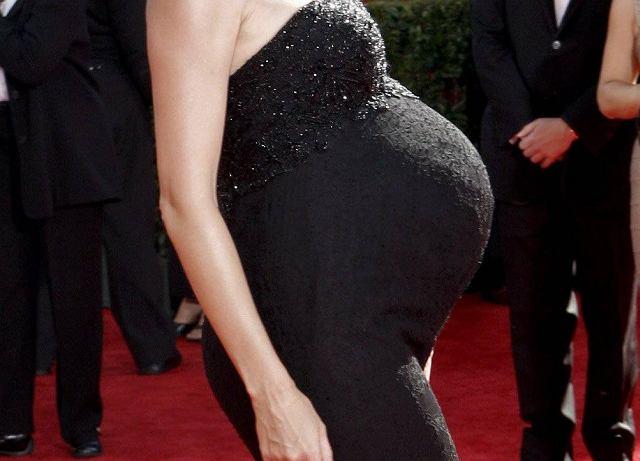 Ciąża nie jest chorobą, ale co by wiele nie mówić, kobieta powinna bardziej na siebie uważać. Heidi Klum czuje się na tyle dobrze, że nie przepuściła okazji do pokazania się na ceremonii rozdania nagród Emmy. Może liczyła na poród na żywo w ogólnokrajowej telewizji? Tak czy inaczej, jej brzuch sprawia, że można się jej bać...
