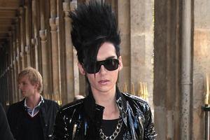 To, że Bill Kaulitz z Tokio Hotel wygląda jak dziewczyna, widzi każdy z nas i wie o tym nie od dziś. Tym razem mamy zupełnie nowe spostrzeżenie. Naszym zdaniem Bill swoim stylem i fryzurą przypomina Rihannę - w miniaturkach zdjęć wygląda zupełnie jak ona. Dla mężczyzny to raczej nie jest komplement...
