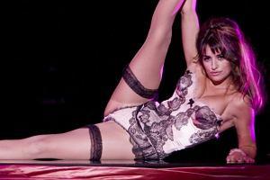 Penelope Cruz jest jedną z gwiazd, które zagrały w musicalu Nine. Polska premiera już w lutym. Obok Hiszpanki występują Nicole Kidman, Kate Hudson, Fergie, Sophie Loren i Daniel Day-Lewis.