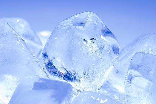 Kostki lodu - chłodzenie ma zbawienny wpływ na stany zapalne i urazy