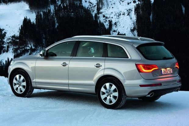2010 Audi Q7 with new V6 3.0 TFSI gasoline engine