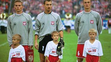 Tomasz Wałdoch (pierwszy z lewej) przed meczem z Norwegią na Stadionie Śląskim w 2001 roku. Obok Jerzy Dudek i Tomasz Hajto.