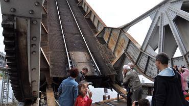 Podczas Dni Techniki Kolejowej zwodzony most kolejowy oglądały setki turystów
