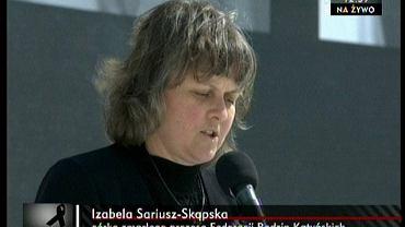 Izabela Sariusz-Skąpska przemawia podczas uroczystości żałobnych na Placu Piłsudskiego